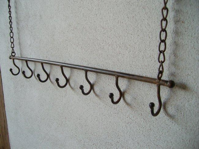 eisenstange an kette mit 7 haken wandhalter eisen utensilienhalter. Black Bedroom Furniture Sets. Home Design Ideas