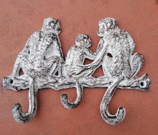 Lustige Hakenleiste als Affenfamilie