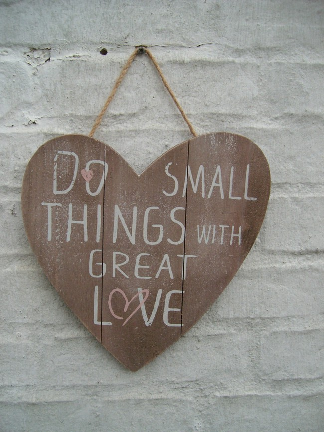 Holzschild, Wandbild, Spruch, Herz, Do small things with great love