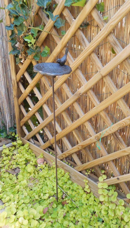 Vogeltränke Vogelbad  aus Gusseisen a. Stab Futterstelle Gartenstab